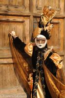venise Venice-Carnival-Best-Of 82 Braun mask and wooden door Venice Carnival 2010 02 078.thumb.jpg