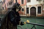 venise Venice-Carnival-Best-Of Carn_Nuccia_at_little_canal.thumb.jpg