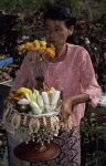 voyage myanmar 8_Inle_FestivaI_Woman_with_offering_2.thumb.jpg